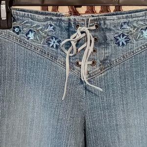 No boundaries stretch jeans